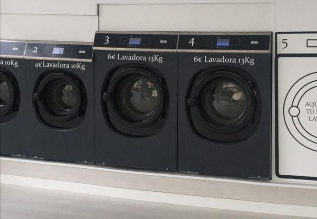 Máquina de lavar roupa e secar roupa Self service