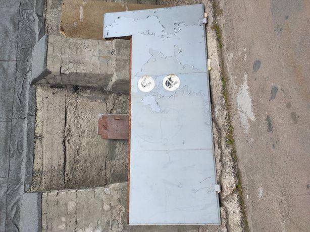 Часть гаражных ворот. Металл лист. Бронедверь