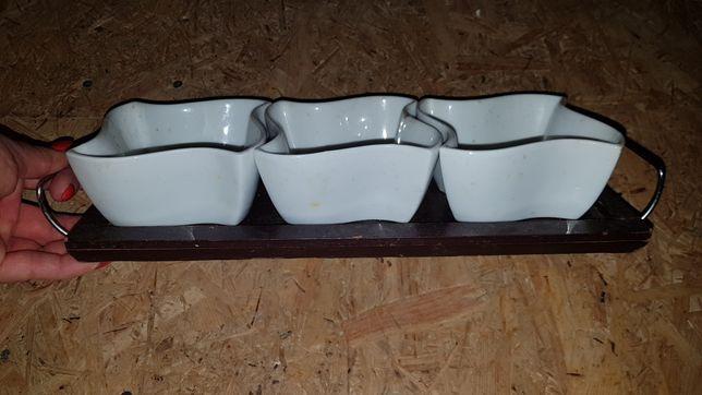 Zestaw porcelanowy na sosy na tacy