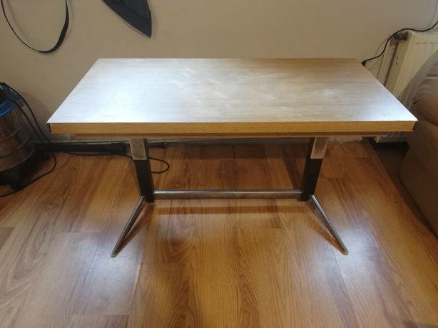 Stół w stanie dobrym