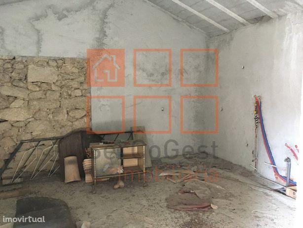Moradia para reconstruir para venda em Celorico da Beira