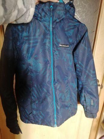 Продам лыжную куртку на рост 152см