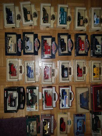 Modele samochodów matchbox dinky vanguards