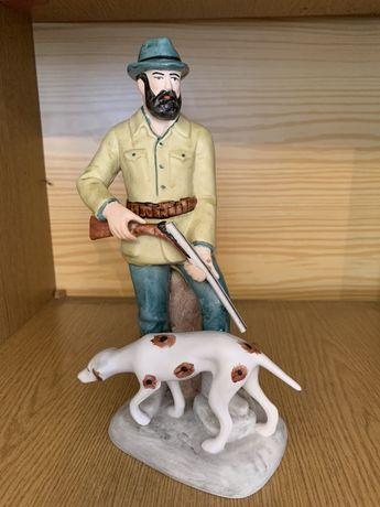 Figurka porcelanowa, myśliwy z psem