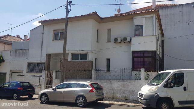 T3 Andar de moradia com garagem e terraço no Feijó