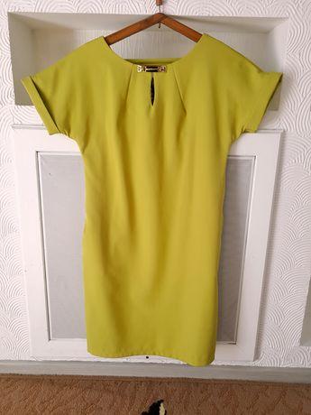 жіночі плаття в ідеальному стані