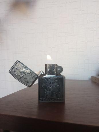 Продаю зажигалку ZIPPO с гравировкой корабля