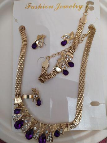 Zestaw biżuterii naszyjnik bransoletka kolczyki pierscionek