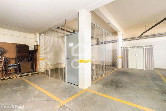Arrecadação com 33 m2 | Tapada do Matias (Évora)