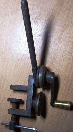 Машинка для выравнивания жестяных закаточных крышек