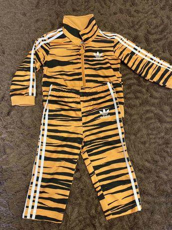 Продам детский спортивный костюм adidas,костюм оригинальный.