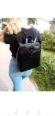Шкіряний рюкзак.