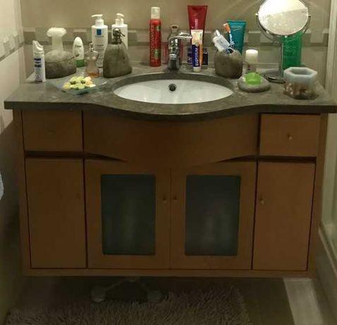 2 Móveis de casa de banho suspensos com lavatório