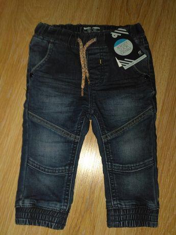Spodnie jeans r. 68
