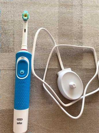 Escova de dentes eléctrica Oral-B Série Vitality + carregador