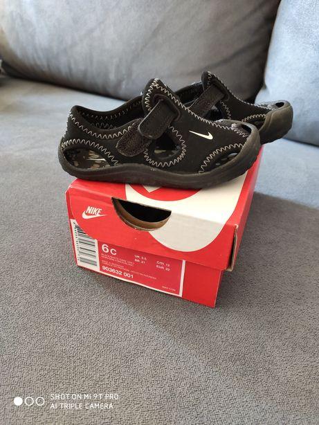 Sandałki Nike rozm.22