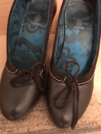 Sapatos Fly London castanhos