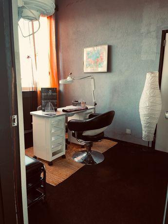 Aluga se sala de manicure mobilada e decorada no centro de gaia