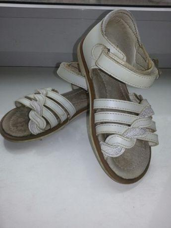 Босоножки, сандали, мыльницы