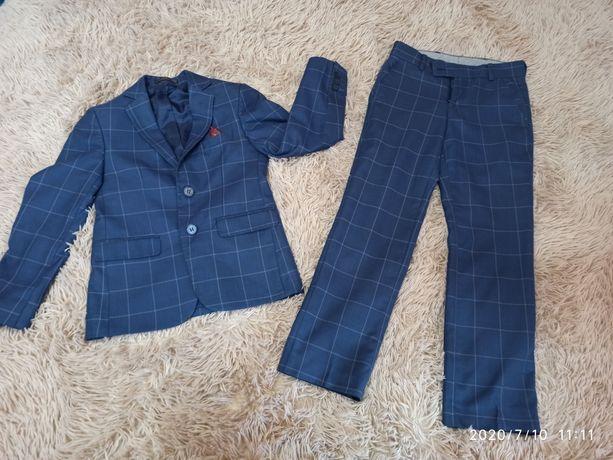 Шкільний костюм на хлопчика 7-8 років