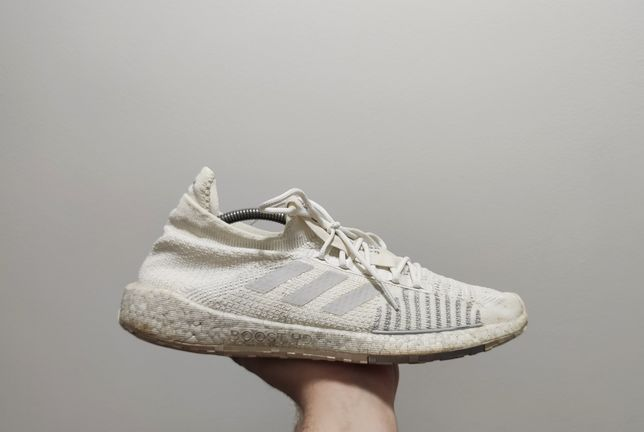 Фирменные кроссовки Adidas Pulse Boost HD