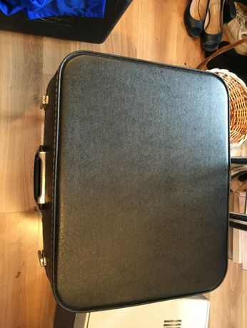 Maszyna do pisania Erica z walizka