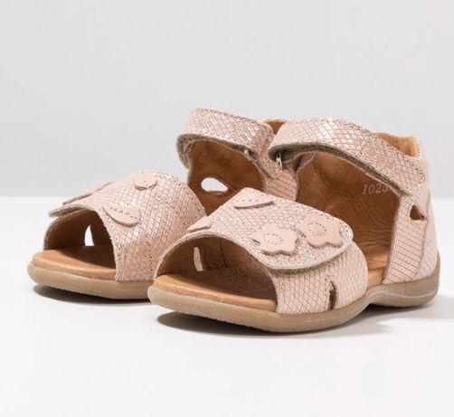Sandałki Froddo r.25, nowe, beż nude róż cieliste