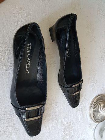 Sapatos novos em caixa verniz pele genuina nunca usados 39