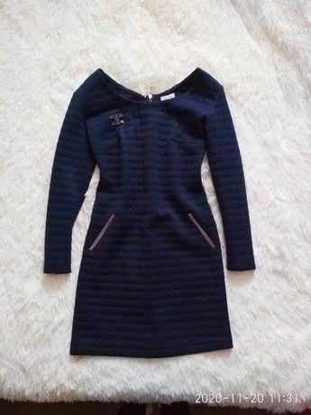 Платье приталенное, платье с рукавом короткое 42-44 р, с-м