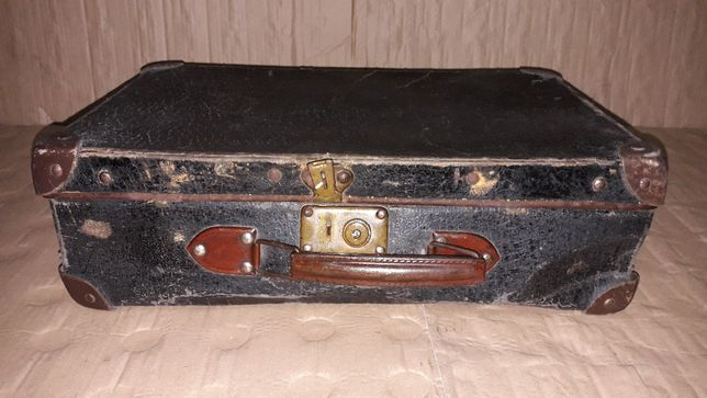 Walizka tekturowa z okuciami zabytek staroć Prl 45cm x 28cm x 14cm