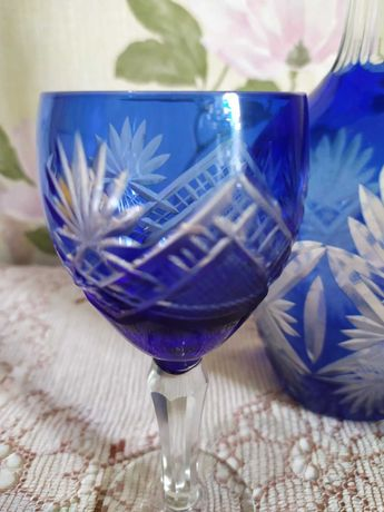 Хрустальный графин(штоф) с бокалами(рюмками),резное стекло,антиквариат