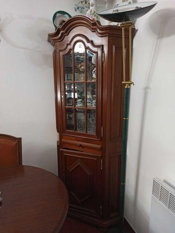 Móvel vitrine de canto