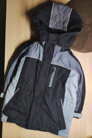 Куртка  демисезонная по бирке 4-5 лет, рост 109см+шапка в подарок!