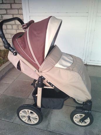 Продам универсальную прогулочную коляску CAMARELO