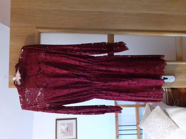 Koronkowa sukienka.