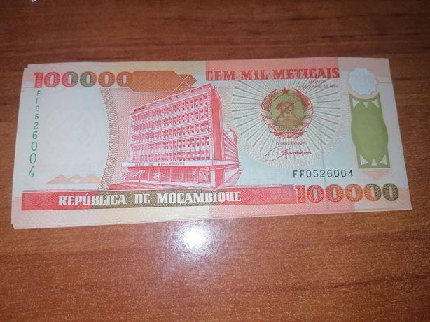 Nota nova de 100 000 meticais de Moçambique