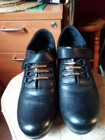 Pantofle na koturnie rozmiar 39 czarne