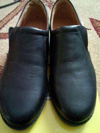 Продам новые туфли на мальчика 37 р