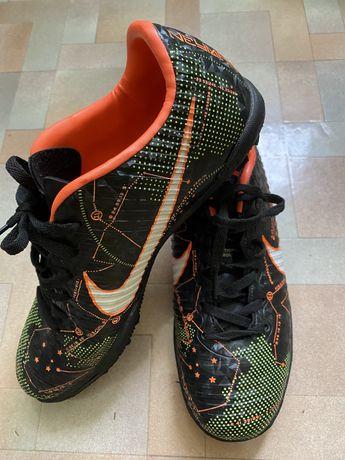 Футзалки Сороконожки Nike размер 40