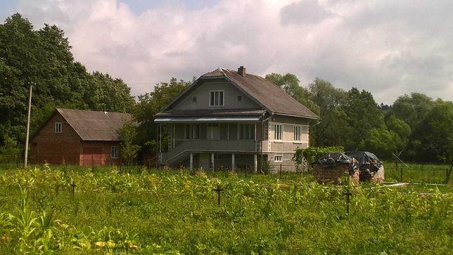Житловий будинок з земельною ділянкою