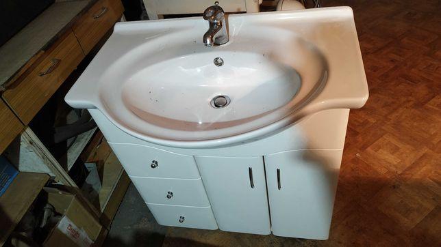 Umywalka łazienkowa wraz z szafką