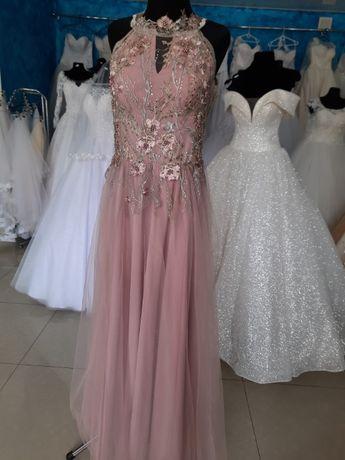Продається вечірня сукня.