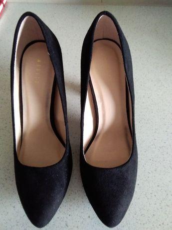Buty damskie klasyczne nieużywane Mohito 37