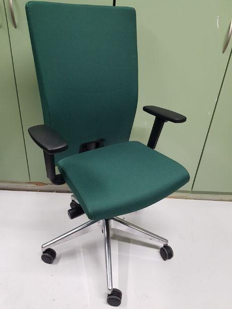 Fotel biurowy obrotowy Profim Plus New 11S metalowa podstawa