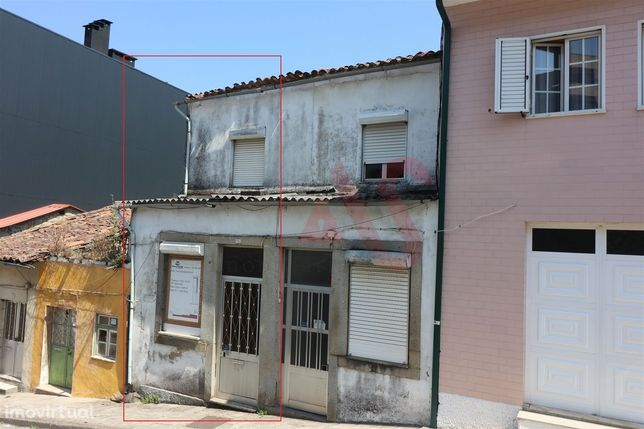 Moradia T6 para restauro no centro da cidade de Braga