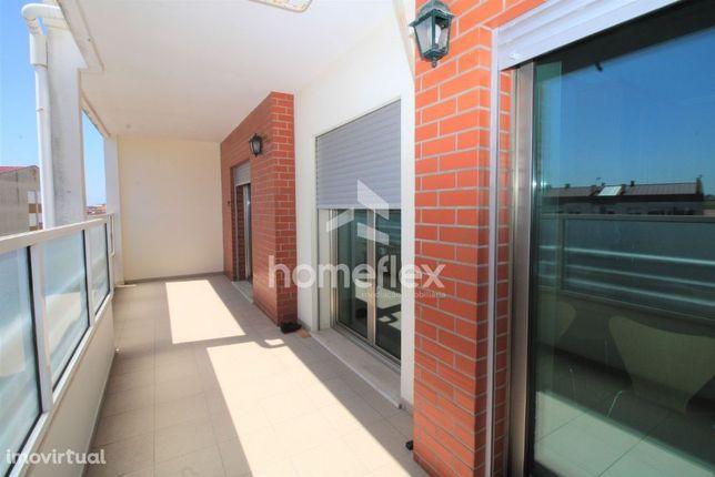 Excelente T2+2 Duplex, com terraço e garagem dupla!