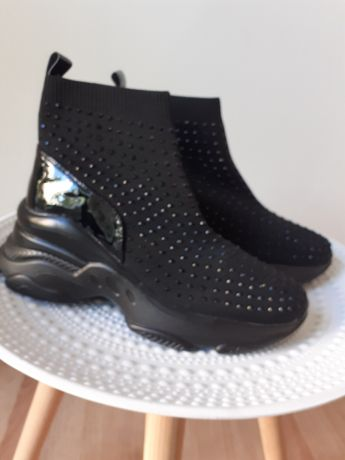 Sapatilha bota com brilhantes