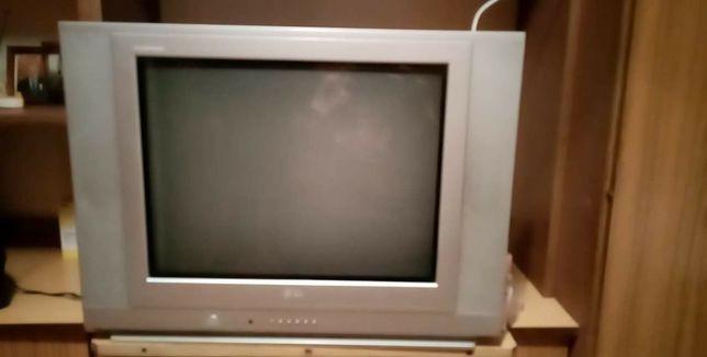 Telewizor z anteną pokojową