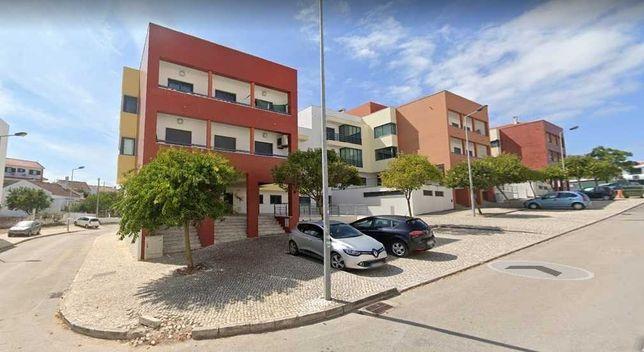 Suite T1 privada para estudante ou professora da FCT em apart. duplex