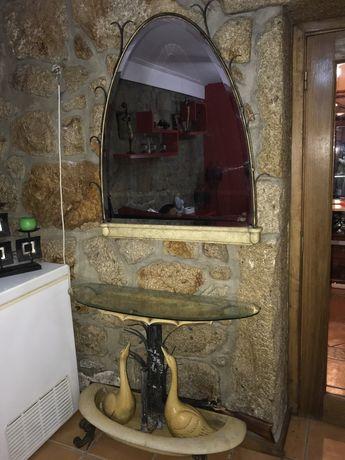 Mesa de entrada com espelho